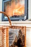 Close up de pranchas de madeira com lugar do fogo como o fundo borrado Imagens de Stock Royalty Free