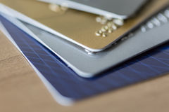 Close up de quatro cartões de crédito Fotografia de Stock Royalty Free