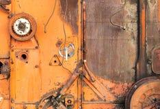 Close-up de rodas denteadas vermelhas velhas da ceifeira Imagens de Stock Royalty Free