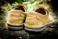 Close-up de sapatas de couro sujas Foto de Stock