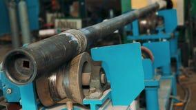 Close-up de solda do processo de Hardbanding processo de manufatura da tubulação de broca Empresa para a fabricação de óleo de fu video estoque