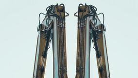 Close up de trabalhar o sistema de controlo eletro-hidráulico para a máquina escavadora robótico filme