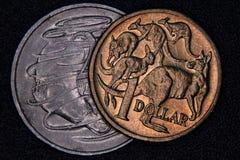 Close up de um australiano moeda de 1 dólar e de 20 centavos Fotografia de Stock Royalty Free