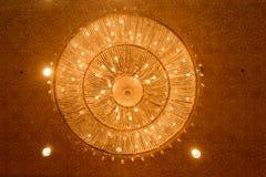 Close-up de um chandelierClose-up de cristal bonito de um beautif Fotografia de Stock
