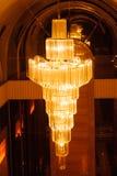 Close-up de um chandelierClose-up de cristal bonito de um beautif Foto de Stock