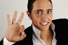 Close up de um homem feliz que mostra está bem Imagem de Stock