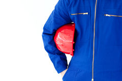 Close-up de um homem que prende um capacete de segurança vermelho Fotografia de Stock