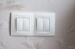 Close up de um interruptor de iluminação no fundo concreto do papel de parede com espaço da cópia imagens de stock