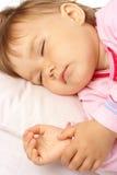 Close up de um miúdo de sono Fotos de Stock Royalty Free
