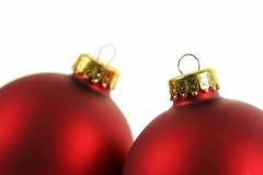 Close up de um par de Baubles vermelhos Imagens de Stock Royalty Free