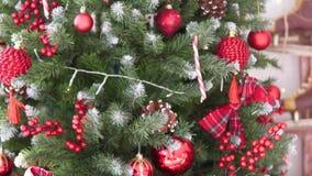 Close-up de uma árvore de Natal belamente vestida filme