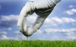 Close-up de uma esfera de golfe fotografia de stock royalty free