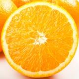 Close up de uma fatia de laranja Imagens de Stock Royalty Free