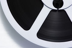 Close-up de uma fita bobina a bobina imagens de stock