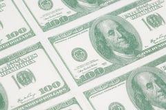 Close-up de uma folha de 100 notas de dólar Fotos de Stock Royalty Free