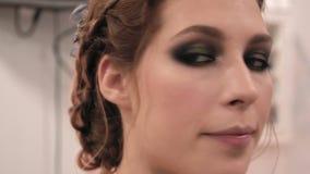 Close-up de uma menina em um salão de beleza filme