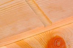 Close-up de uma placa com um sulco dos dado do woodworking imagens de stock