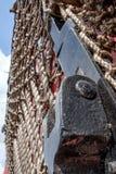 Close-up de uma rede da garra usada por Royal Mail, para agarrar sacos de letras pelo lado de uma trilha railway fotografia de stock