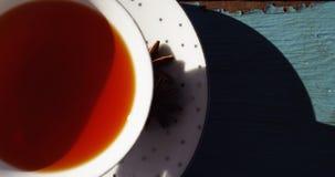 Close-up de uma sopa do tomate em uma prancha vídeos de arquivo