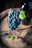 Close up de uvas vermelhas frescas nos galss Foto de Stock Royalty Free