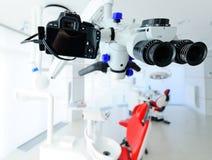 Close up dental do microscópio imagens de stock
