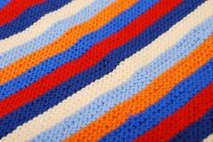 Close-up diagonal listrada do pano feito malha. Imagens de Stock