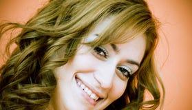Close-up die Jonge Vrouw glimlacht Royalty-vrije Stock Afbeeldingen