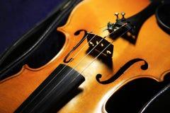Close-up die van een akoestische gitaar is ontsproten fretboard en soundhole stock afbeelding