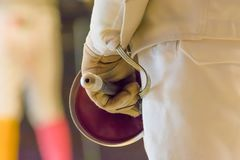 Close-up die van fencerr een folie houden Stock Foto
