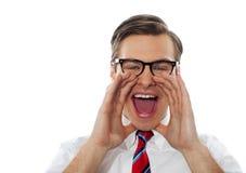 Close-up die van jonge mens luid schreeuwen is ontsproten royalty-vrije stock fotografie