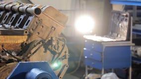 Close up diesel do motor do caminhão a revisão do motor reparo do motor do caminhão video estoque