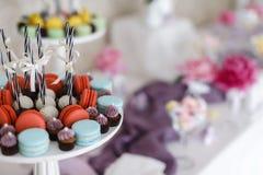 Close up disparado de elementos de uma decoração da barra de chocolate imagens de stock royalty free