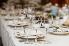 Close up disparado de vidros de vinho vazios Fotos de Stock Royalty Free