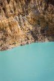 Close-up disparado do lago da cratera de Kelimutu de turquesa Imagem de Stock