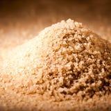 Close up do açúcar granulado de Brown Imagens de Stock