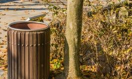 Close up do balde do lixo de madeira Imagem de Stock