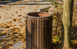 Close up do balde do lixo de madeira Fotos de Stock