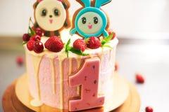 Close up do bolo de aniversário fotografia de stock royalty free