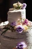Close up do bolo de casamento em uma recepção real e a extremidade do partido - close up fotos de stock royalty free