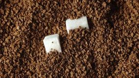 Close-up do café à terra, açúcar filme