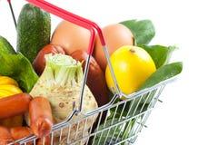 Close-up do carrinho de compras com produto perfeito Imagens de Stock