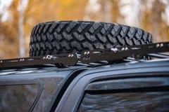 Close up do carro da roda grande Conceito 4x4 Offroad fotografia de stock