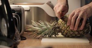 Close-up do corte do abacaxi video estoque