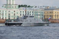 close-up do ` de Yunarmeyets Kaspiya do ` do barco P-351 da Anti-sabotagem Imagens de Stock