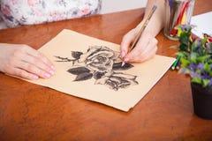 Close up do desenho na mesa imagens de stock royalty free