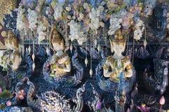 Close-up do detalhe subaquático do tema na base do altar em Wat Rong Seur Ten, Rim Kok também conhecido como o templo azul imagem de stock