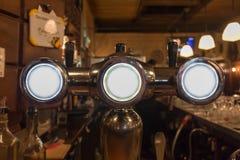 Close up do distribuidor da cerveja fotografia de stock royalty free