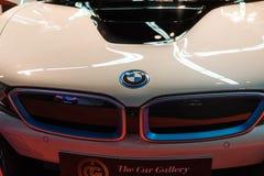 Close-up do emblema de BMW no fundo branco imagem de stock royalty free