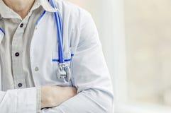 Close-up do estetoscópio homem do doutor no molho branco Fotografia de Stock
