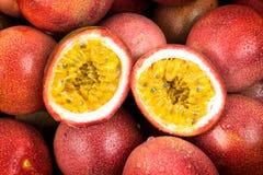 Close up do fruto de paixão exótico imagem de stock royalty free